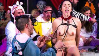 CROWD BONDAGE – Pamela Sanchez t. in kinky pijama party